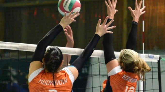 Juniorky vyhrály domácí turnaj a poperou se o ligové medaile