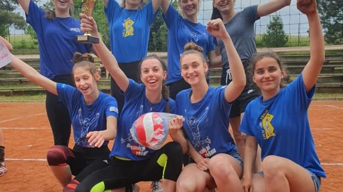 Starší žákyně Sokola ovládly antukové turnaje v Lanškrouně a Hodslavicích