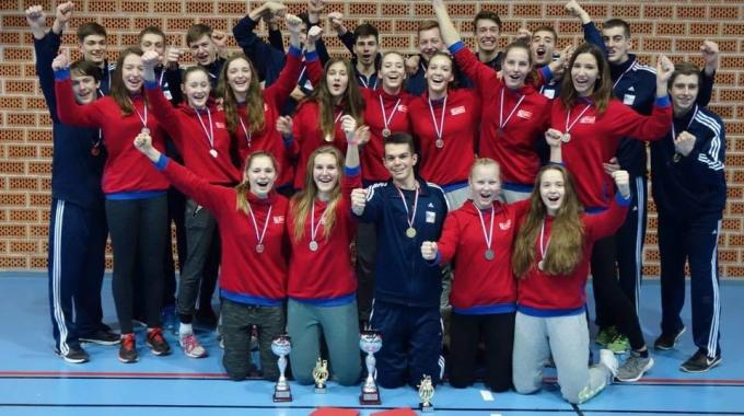 Naše stříbrné medailistky z turnaje MEVZA si svého úspěchu patřičně váží